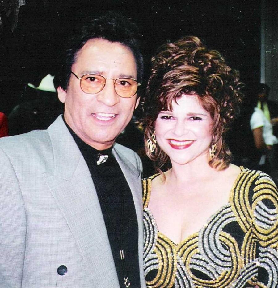 Carlos, Laura Canales